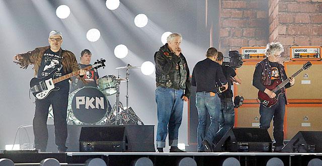 Pertti Kurikan Nimipäivät harjoittelemassa Aina mun pitää -kappaletta euroviisujen semifinaalin harjoituksissa Wienissä.