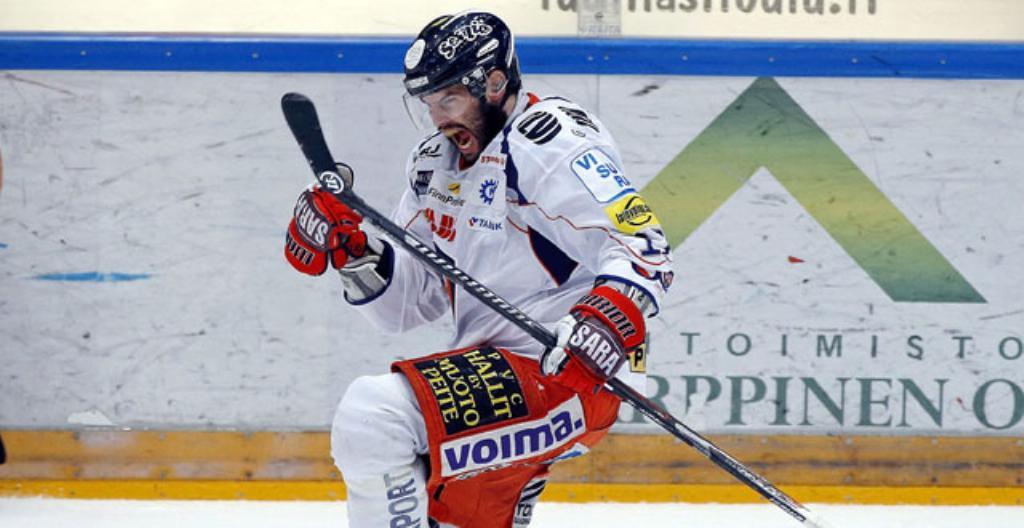 Stephen Dixon pelaa jääkiekkoa Tapparassa.