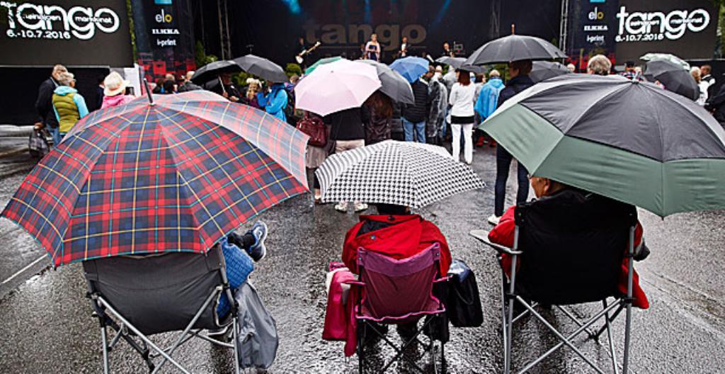 Tangomarkkinoilla oli sateista.