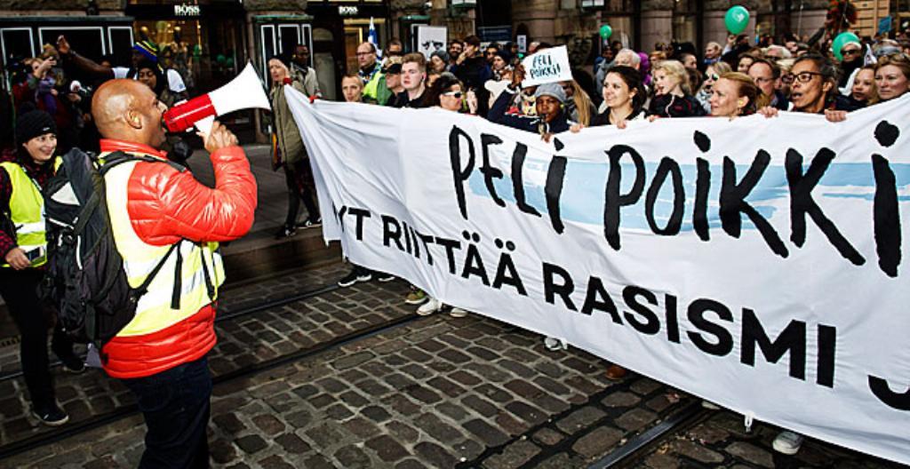 Mielenosoittajia rasismia vastaan