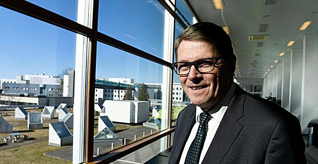 Keskustan ehdokas on Matti Vanhanen.