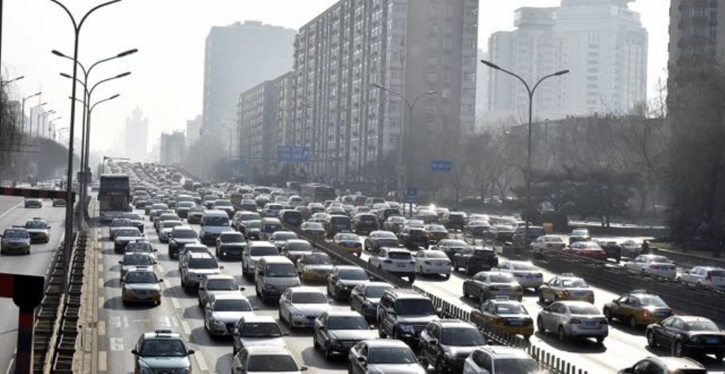 Liikenneruuhkaa Pekingissä Kiinassa
