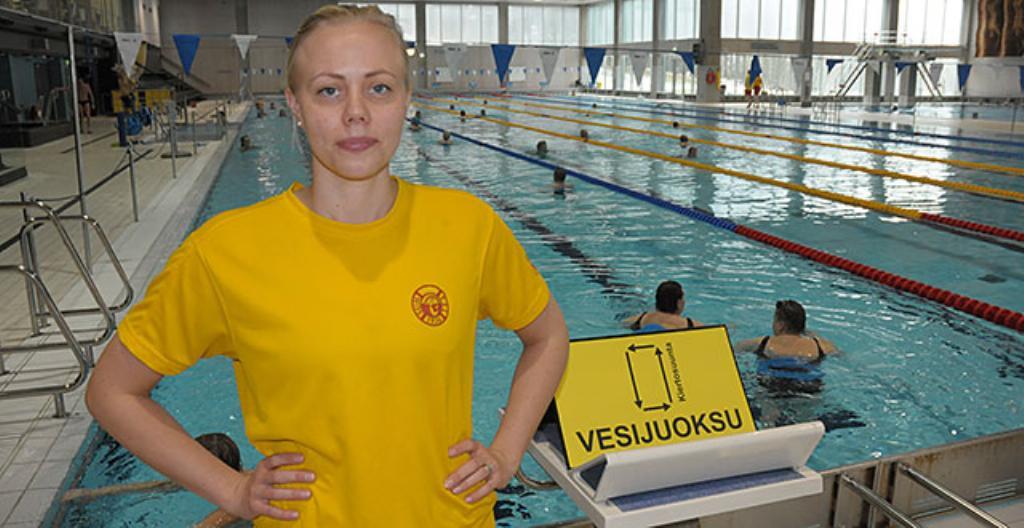 Elina Loponen on uinninvalvoja.