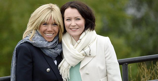 Kuvassa ovat Ranskan presidentin puoliso Brigitte Macron ja Suomen presidentin puoliso Jenni Haukio.