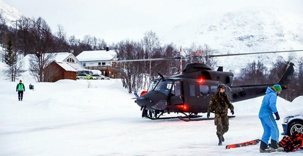 Pelastajat ovat etsineet kadonneita ihmisiä.