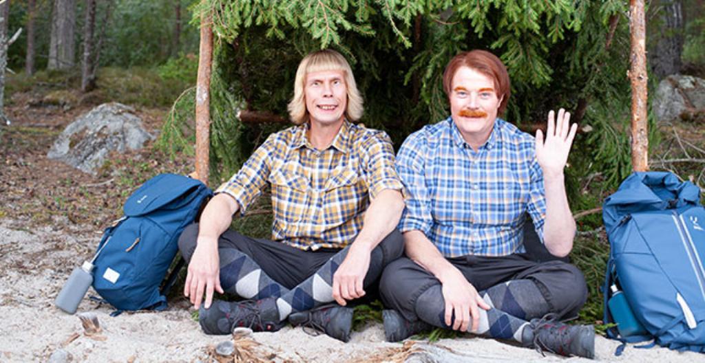 Kari (Jukka Rasilainen) ja Jari (Kari Hietalahti) seikkailevat televisio-ohjelmassa.