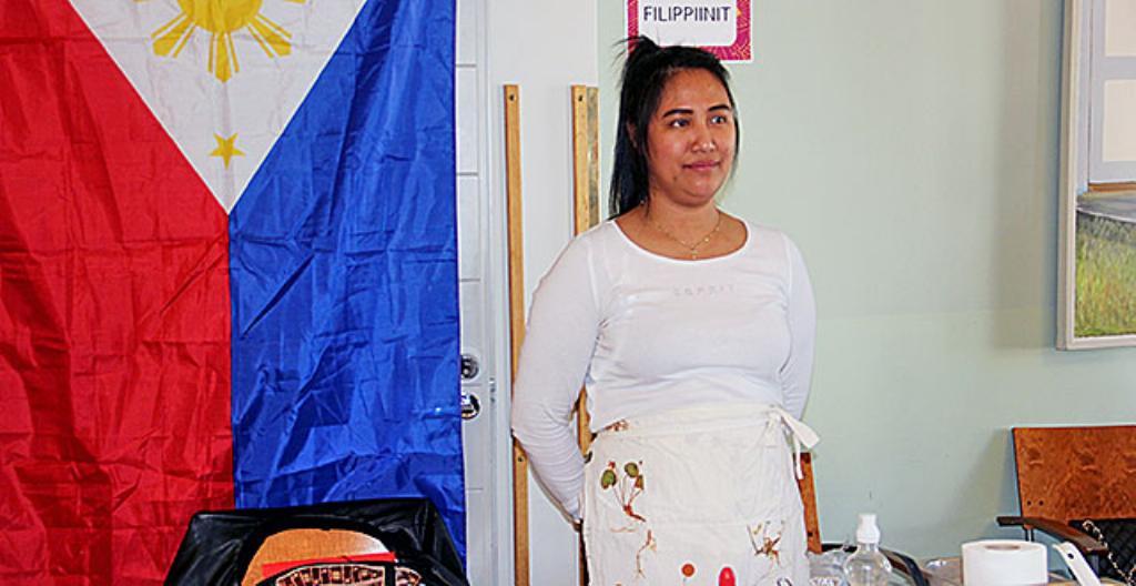 Myra Rautioaho teki filippiiniläistä ruokaa Oulun ruokatapahtumassa.