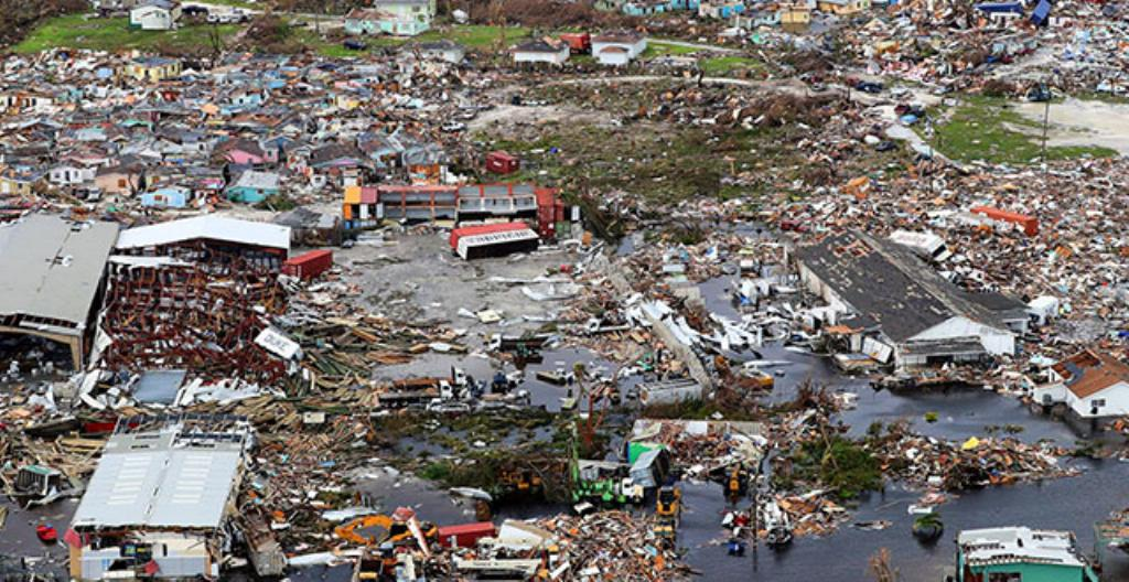 Myrskyn tuhoja Bahamalla.