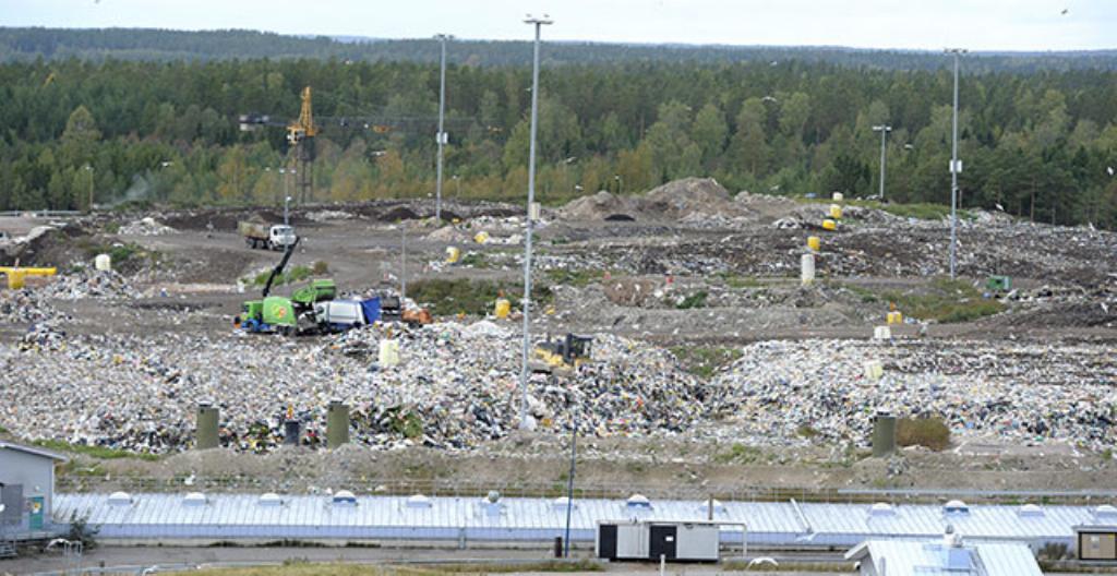 Roskat päätyvät kaatopaikalle. Kuvassa on Ämmässuon kaatopaikka Espoossa.