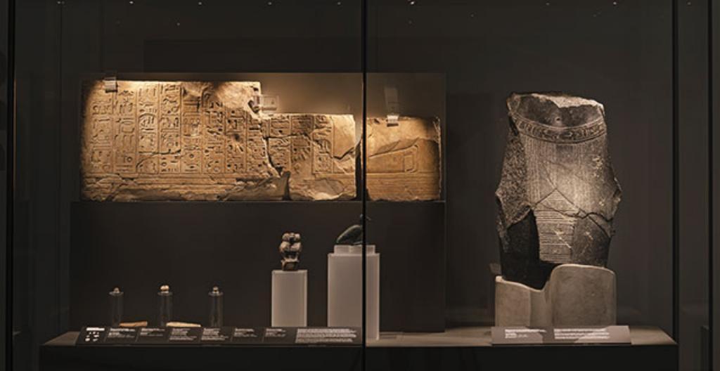 Vanhoja esineitä muinaisesta Egyptistä.