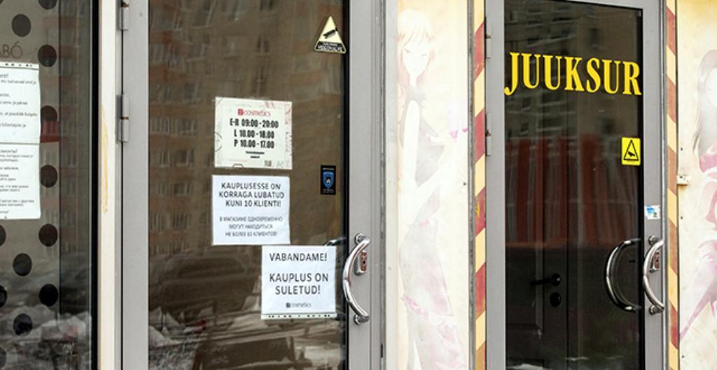 Suljettu kampaamo Tallinnan Lasnamäen lähiössä. Kampaamot ovat kiinni koronasulun takia.