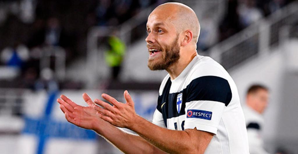 Jalkapalloilija Teemu Pukki pelaa Suomen maajoukkueessa.