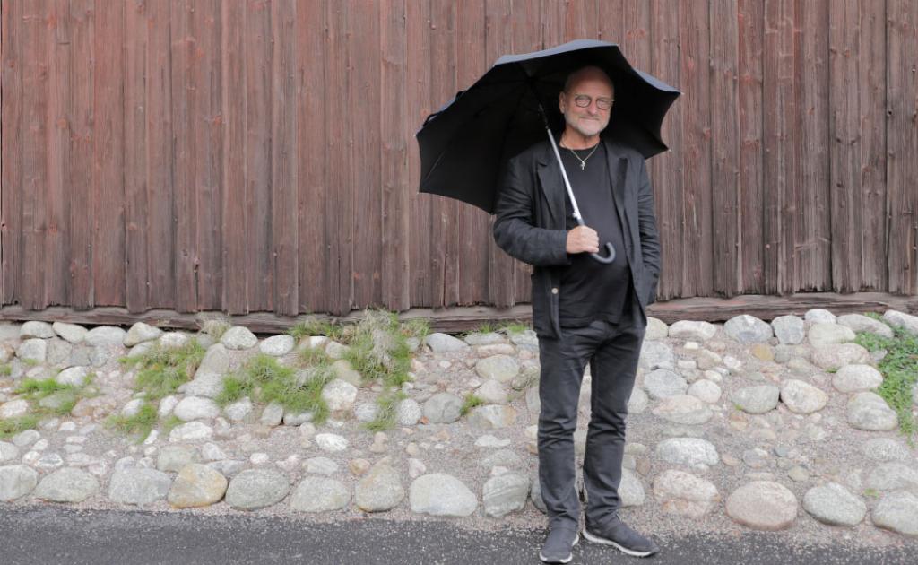 Suosittu terapeutti ja kirjailija Tommy Hellsten pohti Selkosanomien haastattelussa, miksi kiusaaminen on niin yleistä Suomessa.