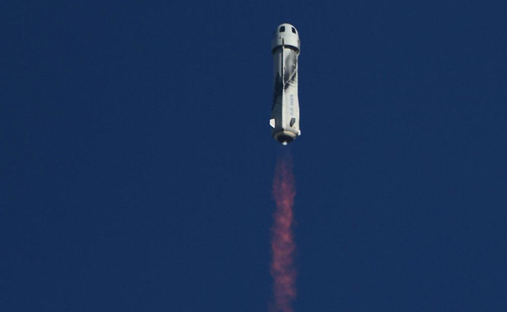 Kuvassa on avaruusalus RSS First Step, jolla William Shatner lensi avaruuteen.